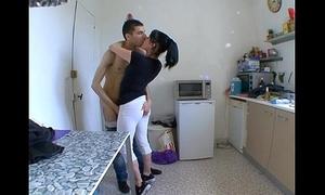 Mommy femme stagger a baiser dans sa cuisine !