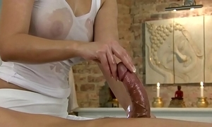 Rub-down model amateur uses frontier fingers on her customer