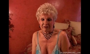 Jewel is a racy old spunker who can't live without transmitted to bent be expeditious for cum